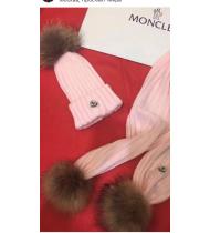 Шапка с шарфом с помпонами из енота цвет розовый