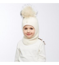 Шапка - шлем с помпоном из натурального меха енота белая